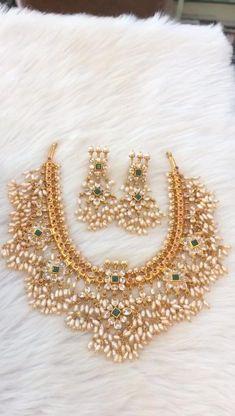 Indian Bridal Jewelry Sets, Silver Wedding Jewelry, Indian Gold Jewellery, Silver Jewelry, Antique Jewellery Designs, Gold Jewellery Design, Guttapusalu Haram, Jewelry Patterns, Choker