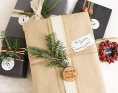 Looking for simple yet creative ways to wrap those holiday presents? Check out these rustic Christmas gift wrapping Ideas from MountainModernLife.com!