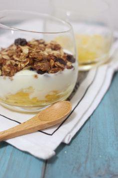 Fruit Yogurt with handmade granola 鮮果乳酪燕麥杯