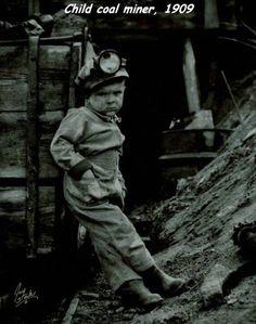 STRANGE OLDE PICTURES - CHILD COAL MINER - 1909 - JUST A LITTLE KID!