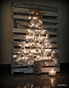 Рождественская елка из поддона