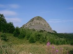 Monte Gerbier de Jonc - Wikipedia, la enciclopedia libre Saint Etienne, Passion, Vatican City, Half Dome, Mount Rainier, Mountains, Travel, Camping, Alps