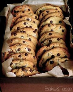 Bredele with hazelnut and candied cherries - HQ Recipes Baking Recipes, Cake Recipes, Dessert Recipes, Chocolate Chip Recipes, Chocolate Chip Cookies, Chocolate Cake, Good Food, Yummy Food, Dessert Drinks