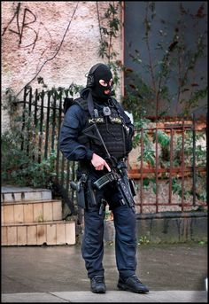 Gardai Ireland police ERU Plus Size Mens Clothing, Clothes For Big Men, Military Special Forces, Tac Gear, Defence Force, Police Officer, Police Uniforms, Swat, Tactical Gear