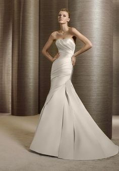 A simple strapless wedding dress mermaid inspired style.