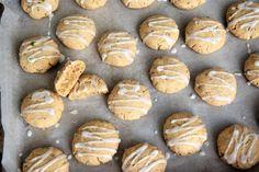 Μαστιχωτά cookies χωρίς γλουτένη & βίγκαν, με γεύση λάιμ! – Gfhappy Cookies, Muffin, Gluten Free, Sweets, Bread, Vegan, Breakfast, Desserts, Recipes