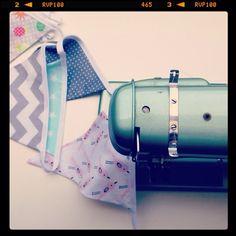 Streken van Miss Steek: Expecting a girl! Slingers naaien voor de babyshower