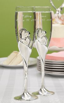 Toasting glasses for the bride and groom to use at their wedding reception champagne toasting ceremony. Wedding toasting flutes with double heart design Wedding Toasting Glasses, Wedding Champagne Flutes, Champaign Glasses, Flute Champagne, Champagne Toast, Wedding Favors Unlimited, Flute Glasses, Best Wedding Speeches, Wedding Toasts