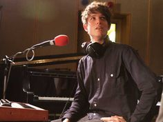See James Blake pictures, photo shoots, and listen online to the latest music. James Blake, Local Bands, Shaquille O'neal, Sing To Me, Music Industry, Latest Music, Electronic Music, Beyonce, Girlfriends