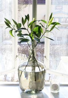 Grote vaas en takken/bloemen idee   Woonkamer   Pinterest ...