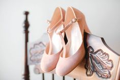 blush retro shoes http://weddingwonderland.it/2015/05/matrimonio-anni-30.html
