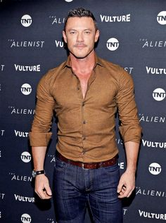 """Luke Evans arrives at a screening of """"The Alienist"""" presented by Vulture + TNT during Sundance Film Festival 2018 on January 19, 2018 in Park City, Utah. - (x)"""
