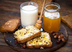 ΥΓΙΕΙΝΟ ΠΡΩΙΝΟ! 4 προτάσεις που θα βοηθήσουν και στο αδυνάτισμά σου - TLIFE Healthy Eating Recipes, Healthy Desserts, Vegan Wraps, Detox Diet Plan, Free Meal Plans, Healthy Food To Lose Weight, Health Breakfast, Breakfast Ideas, Healthy People 2020 Goals