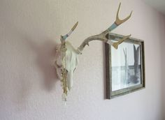 Antler Painting Tutorial. Love the bohemian-inspired look of hand painted antlers!