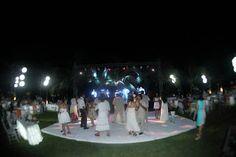 Iluminación con bambus ideal para tu boda en playa por Bodas Huatulco