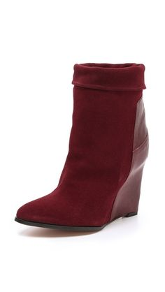 Ordering this boot today- the color goes perfectly with my fall wardrobe!