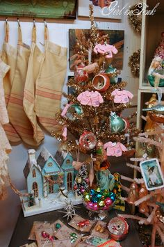 One Girl In Pink: Christmas at Camas Antiques!