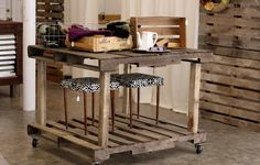 another palette diy - very cool Pallet Island, Pallet Kitchen Island, Pallet Furniture, Furniture Making, Cool Furniture, Furniture Showroom, Kitchen Furniture, Furniture Ideas, Furniture Design