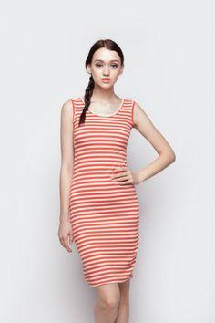 Midi dress brokat putih lengan pendek berleher V-neck dengan aksen kancing bungkus di depan dari Ego. Material brokat dan spandex Korea (lining).  Size: All Size. Lingkar dada: 80cm. Panjang: 88cm.