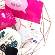 The 'Save the world Beautybox' is a box where you can choose your products for only €15. This unique and creative box is the idea of @youngbeautynl and contains only natural products! 💚🌿 now on the blog my own personalised box 💚 link in bio #natural #vegan #animalcrueltyfree #naturalcosmetics #youngbeauty #beautybox #savetheworld #review #blogger #dutchblogger #influencer