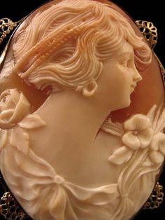 Elegant 1920's 14K White Gold Shell Cameo Pendant Brooch -
