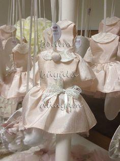 bebek-dogum-santuk-kabarik-elbise-dantel-yakali-dugmeli-lavanta-keseleri