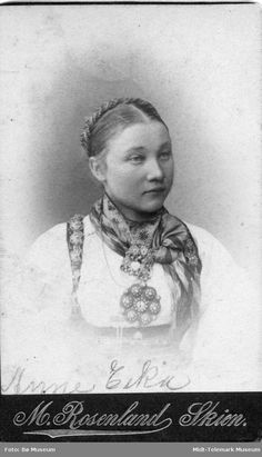Portrett av Anne Eika Halvorsen - Midt-Telemark Museum / DigitaltMuseum | Beltestakk Folklore, Norway, Museum, Costumes, World, Life, Beautiful, Art, Hipster Stuff