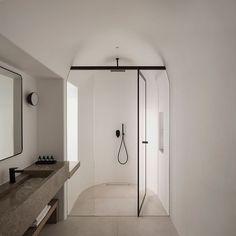 Minimal bathroom of hotel in Santorini, designed by (Ph. Interior Design Blogs, Bathroom Interior Design, Interior Design Inspiration, Modern Interior, Design Interiors, Modern Decor, Minimal Bathroom, Small Bathroom, Bathroom Ideas