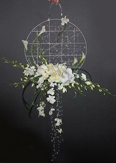 Very Interesting design, a lovely piece for Ceremony backdrop or is it a Bridal Bouquet? Ikebana, Deco Floral, Arte Floral, Hanging Flowers, Paper Flowers, Flower Decorations, Wedding Decorations, Contemporary Flower Arrangements, Church Flowers