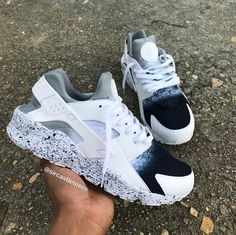 Tennis Shoes Running Nike Women Slip On Tennis Shoes Outfits Vans Classics Huaraches Shoes, Nike Shoes Huarache, Nike Air Shoes, Cute Sneakers, Shoes Sneakers, Girls Sneakers, Tn Nike, Hype Shoes, Fresh Shoes