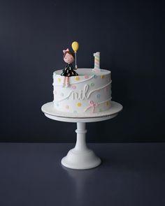 White and fresh 🌈 cake wedding cake kindergeburtstag ohne backen rezepte schneller cake cake Cupcakes Design, Cake Designs, 1st Birthday Cake For Girls, 6th Birthday Cakes, Sweet Cakes, Cute Cakes, Bday Cakes For Girls, Bolo Laura, Elmo Cake