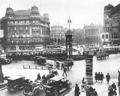 O tráfego na Berlim dos anos 1930 / Brisk Traffic on Berlin's Potsdamer Platz Munich, Berlin Germany, Berlin Photos, Potsdamer Platz, Underground World, History Of Photography, World Cities, Underworld, Old Photos