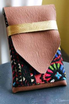 Make your own iphone case wallet with fabric, leather, and just a little bit of sewing skills!
