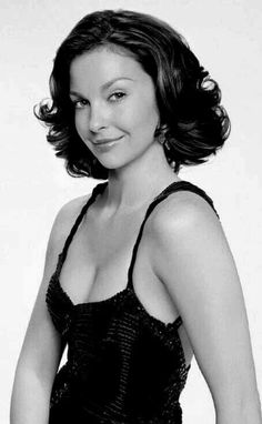 Pixie Styles, Hair Styles, Short Curly Pixie, Ashley Judd, Tommy Lee Jones, Black And White Pictures, Hollywood Celebrities, Great Hair, Beauty Queens