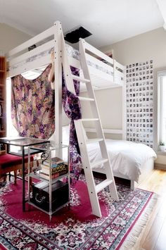 Pinks and purples with white as the canvas. Lovely room. #UOoncampus #UOContest