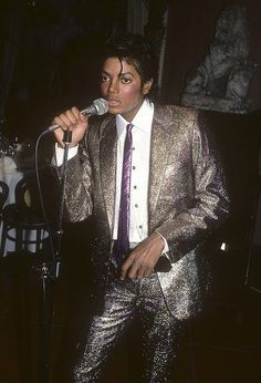 His Momma's birthday party ♥ That suit needs its own Twitter page ♥