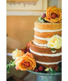 La tendencia en tartas de boda viene marcada desde Estados Unidos. Desde las tartas muy recargadas con flores y todo tipo de decoración con las figuras a juego hasta las más minimalistas posible. Lo que sí que ha mejorado, sin duda alguna, ha sido el sabor. Por suerte eso ha cambiado y el sabor sí importa, por fin las tartas se pueden comer.  http://noquiero.es/tartas-de-boda/