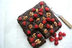 Easy Oeeyy Gooeyy low fat Brownie. Sugar free, oil free, dairy free, egg free!