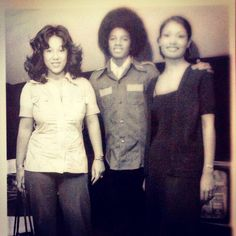 """"""" Backstage at Mill Run Playhouse, Niles, IL. My uncle took this pic. (l-r) Enid Jackson (Jackie's wife), Michael Jackson and my uncle's girlfriend. I was standing right next to. Facts About Michael Jackson, Photos Of Michael Jackson, Michael Jackson Rare, Michael Love, The Jackson Five, Jackson Family, Mike Jackson, Gary Indiana, King Of Music"""