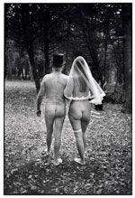 (c) Magnum Photos Henri Cartier Bresson, Documentary Photographers, Famous Photographers, Magnum Photos, Eliot Erwitt, Elliott Erwitt Photography, Unusual Wedding Invitations, Kent England, Photographer Portfolio
