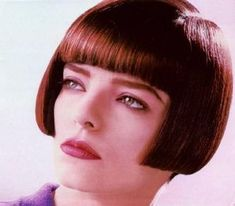 SHORT BOBS pictures - BOB HAIRCUT Bob Haircut With Bangs, Short Bob Haircuts, Cool Haircuts, Dark Bob, Best Bobs, Shaved Nape, Chin Length Bob, Vintage Housewife, Pageboy
