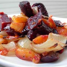 Roasted Beets 'n' Sweets - I am all into beets this fall harvest season.  Can't wait to try this recipe.  Sounds ummm ummm good!