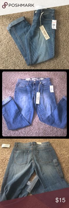 Vintage America blues size 2 Destructed boyfriend fit jeans. Size 2/26. NWT Vintage America blues Jeans Boyfriend