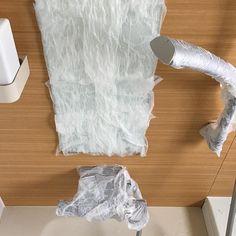 今日は朝からお風呂の窓のクエン酸パック。  #大掃除 #クエン酸