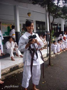 Karate girl lagi action bawa kamera