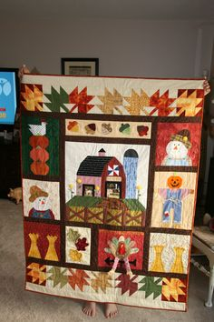 Gaga's fall quilt, adapted from Autumn Harvest, The Quilt Company.I can see real jeans on that scarecrow! Fall Sewing Projects, Quilting Projects, Chicken Quilt, Farm Quilt, Barn Quilt Designs, Halloween Quilts, Sampler Quilts, Panel Quilts, Girls Quilts