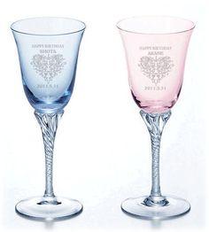 ペア・クリスタル ワイングラスセット。ブライダルの準備は盛り沢山!ウェディングで欠かせない感謝の気持ちを込めた両親へのプレゼントアイデア例です♡