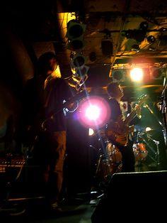 [Champagne]2004/12/27 友人のバンド[Champagne]のライブでの一枚。 これは、リズムギターとベースの人です。 実は一時期僕もギターのヘルプで入ってました^^; 12月のFotologで富士山と一緒に撮った友達のバンドというのが、彼らです。 ちゃんと許可貰ったので、今後アップしてきます。 OASIS+ミスチルっぽい感じかな。 今月のライブはカメラマンで参加予定です(笑) Champagne, Concert, Concerts
