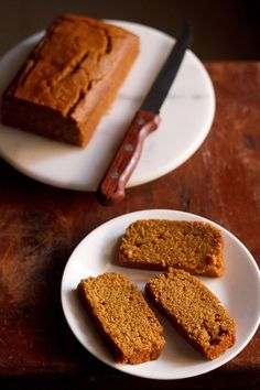 eggless gingerbread cake recipe – this is a moist soft spiced gingerbread cake with the aroma & taste of ginger that you can make for christmas. Eggless Desserts, Eggless Recipes, Eggless Baking, Vegan Desserts, Indian Desserts, Indian Sweets, Veg Recipes, Vegan Food, Recipies