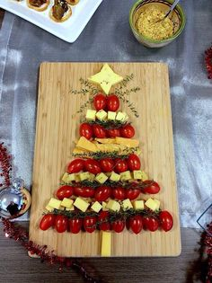 Christmas Night Christmas Cheese Trees, Merry Christmas 2019 – Ünal Güler- En … Christmas Night Christmas Cheese Trees, Merry Christmas 2019 – Unal Smiling- How to make the easiest food recipes. Holiday Snacks, Christmas Party Food, Xmas Food, Christmas Night, Christmas Breakfast, Christmas Appetizers, Noel Christmas, Christmas Treats, Holiday Recipes